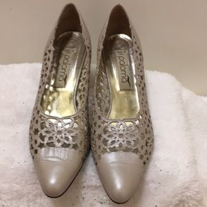 Paloma size 8.5M made in Italy 2 inches heels
